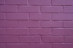 砖紫色墙壁 免版税库存照片