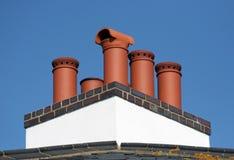 砖红色的烟囱管帽 免版税库存图片