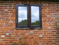 砖老墙壁视窗 库存图片