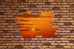 砖被中断的墙壁 免版税库存照片