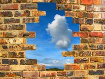 砖被中断的墙壁 库存图片