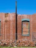 砖被打碎的墙壁视窗 免版税库存图片