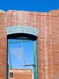 砖被打碎的墙壁视窗 免版税库存照片