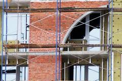 砖议院建造场所 楼房建筑砖房子 未完成的家庭建筑 库存图片
