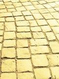 砖路黄色 免版税库存图片