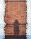 砖边路和雪 库存照片