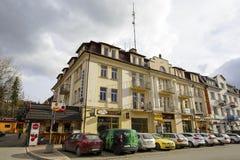 砖连栋房屋在扎科帕内在波兰 免版税图库摄影