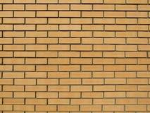 砖黄色墙壁 免版税库存图片