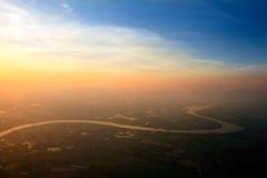 砰河鸟瞰图横跨稻田,清迈, Thaila的 免版税图库摄影