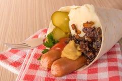 砰然作响物和饲料在平的面包锥体  免版税库存照片