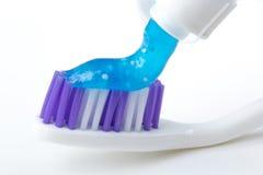 砰牙刷 免版税库存照片