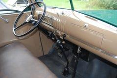 破折号板减速火箭的清新的环境古董雪佛兰薛佛列从1946年拾起卡车在B&W 库存图片