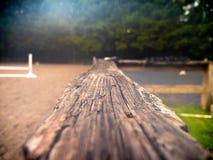 破旧和被风化的篱芭 库存照片