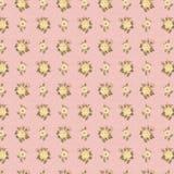 破旧的别致的古色古香的墙纸粉红色和黄色上升了 库存照片