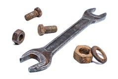 破旧的扳手和生锈的坚果,螺栓 库存照片