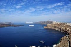 破火山口看法从圣托里尼群岛主要海岛的在希腊 免版税图库摄影