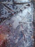 破裂的冰以颜色污点  库存照片