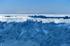 破裂的冰裂片 免版税图库摄影
