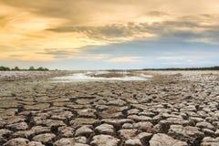 破裂的地球上的水危机 免版税库存照片
