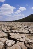 破裂的干燥纵向河床 库存图片