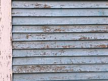 破裂的油漆纹理房屋板壁 库存照片