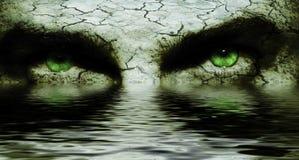破裂的眼睛面对可怕 库存照片