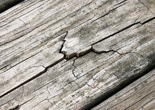 破裂的被风化的木头 库存图片