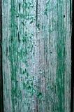 破裂的被风化的鲜绿色破旧的别致绘了木板纹理 库存图片