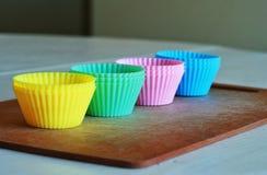 硅树脂杯形蛋糕烘烤盘子 库存照片