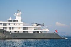 硕大大豪华兆或超级马达游艇 投资mi 库存图片