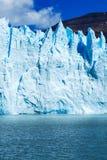 硕大绿松石冰墙壁 库存照片