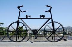 硕大自行车雕象在第比利斯,乔治亚 库存图片