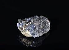 硫铁矿晶族 免版税库存照片