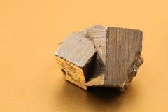 硫铁矿立方体 图库摄影