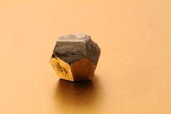 硫铁矿立方体 免版税库存图片