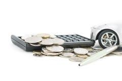 硬币、计算器、笔和汽车 免版税库存图片