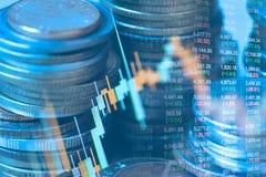 硬币两次曝光和图表财政投资策略的 免版税库存照片