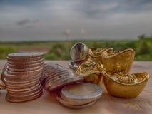 硬币和帐户行财务的,保存的金钱 免版税库存照片