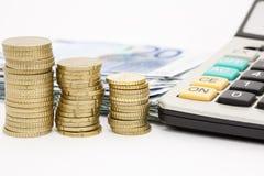 硬币和钞票 免版税库存照片