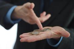 硬币在手中 免版税库存图片
