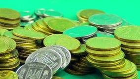 硬币在绿色背景增长 Timelapse 股票录像