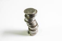 硬币堆有黑背景,硬币耸立,企业成长概念 免版税图库摄影