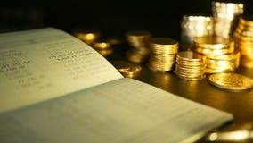 硬币堆积和储蓄银行帐号存款簿 抵押和不动产投资的概念,保存或投资的 影视素材