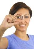 硬币手指她暂挂妇女年轻人 库存照片