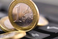 硬币欧元一 库存照片
