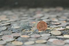 硬币泰国在背景的一枚老银币 免版税库存图片