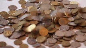 硬币落 库存图片