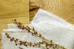 硬木山胡桃上小米五谷词根布料 图库摄影