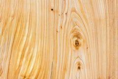 硬木纹理的特写镜头轻的自然没有漆的被打结的木样式 设计和装饰的背景 免版税库存照片