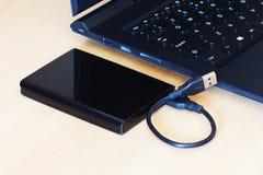 硬盘驱动器和膝上型计算机 免版税图库摄影